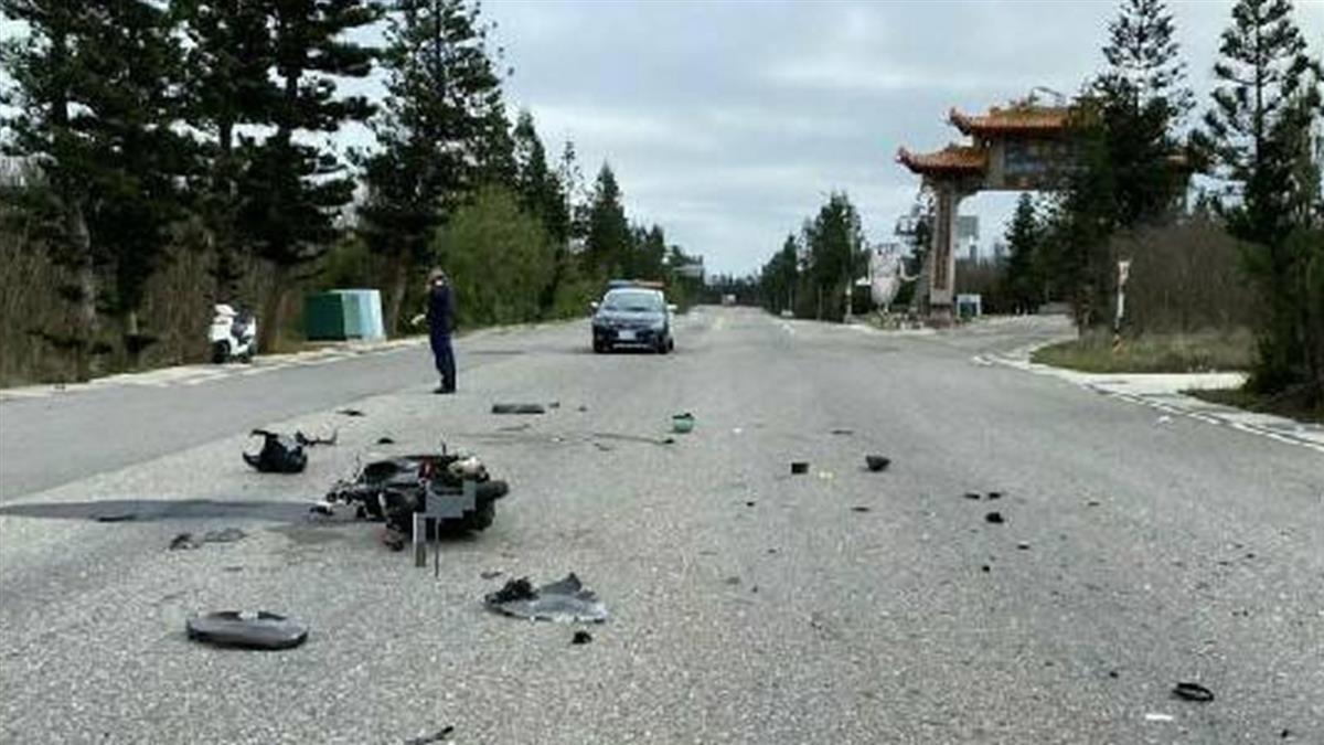 快訊/未成年騎士雙載搶道狠撞 機車「支離破碎」慘死