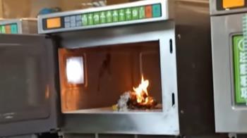 超商自助微波爐加熱鍵別亂按 按0飯糰起火燃燒