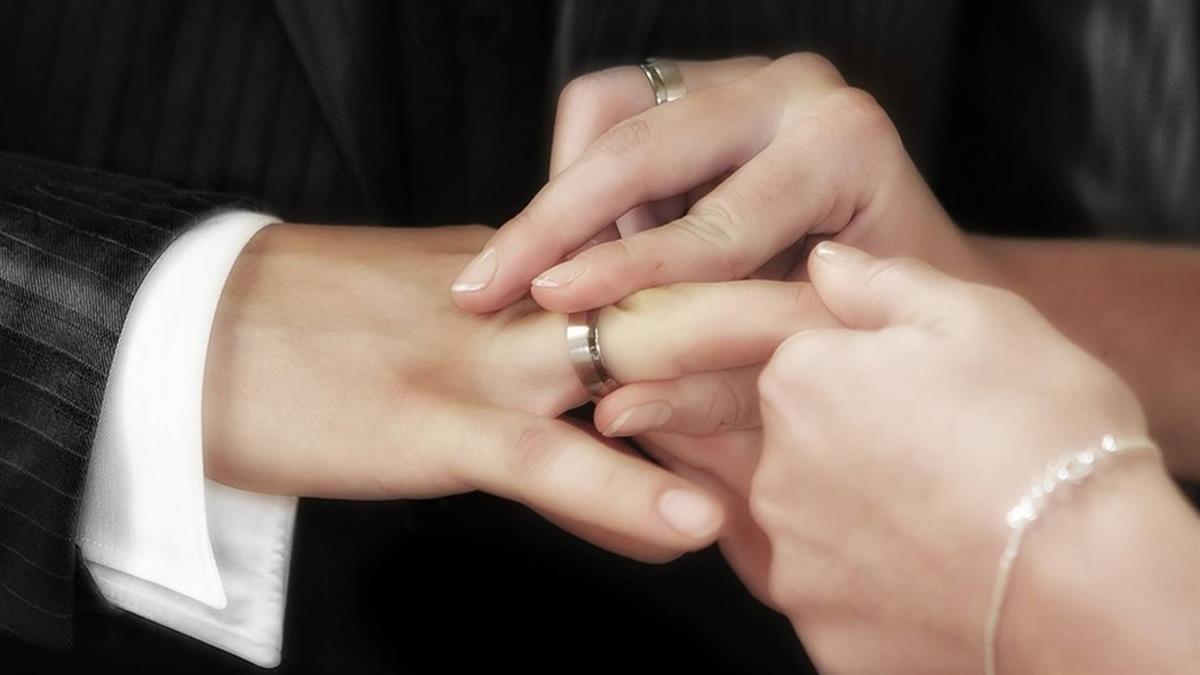 情侶登記結婚用Line通知 阿姨嫌沒禮貌:不被祝福的婚姻