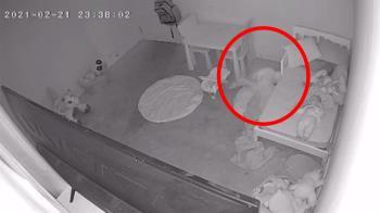女童睡到一半突被拖床底!恐怖尖叫畫面曝 網一看全喊搬家