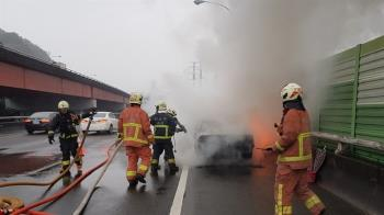 國道3號火燒車 80歲翁剛逃出...秒變火球