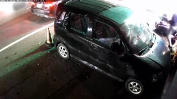 利益糾紛率眾砸車 又到卡拉OK店開22槍警追查