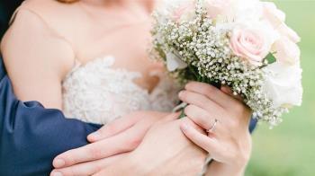 結婚要離開娘家太傷心 新娘痛哭暈倒當場猝死