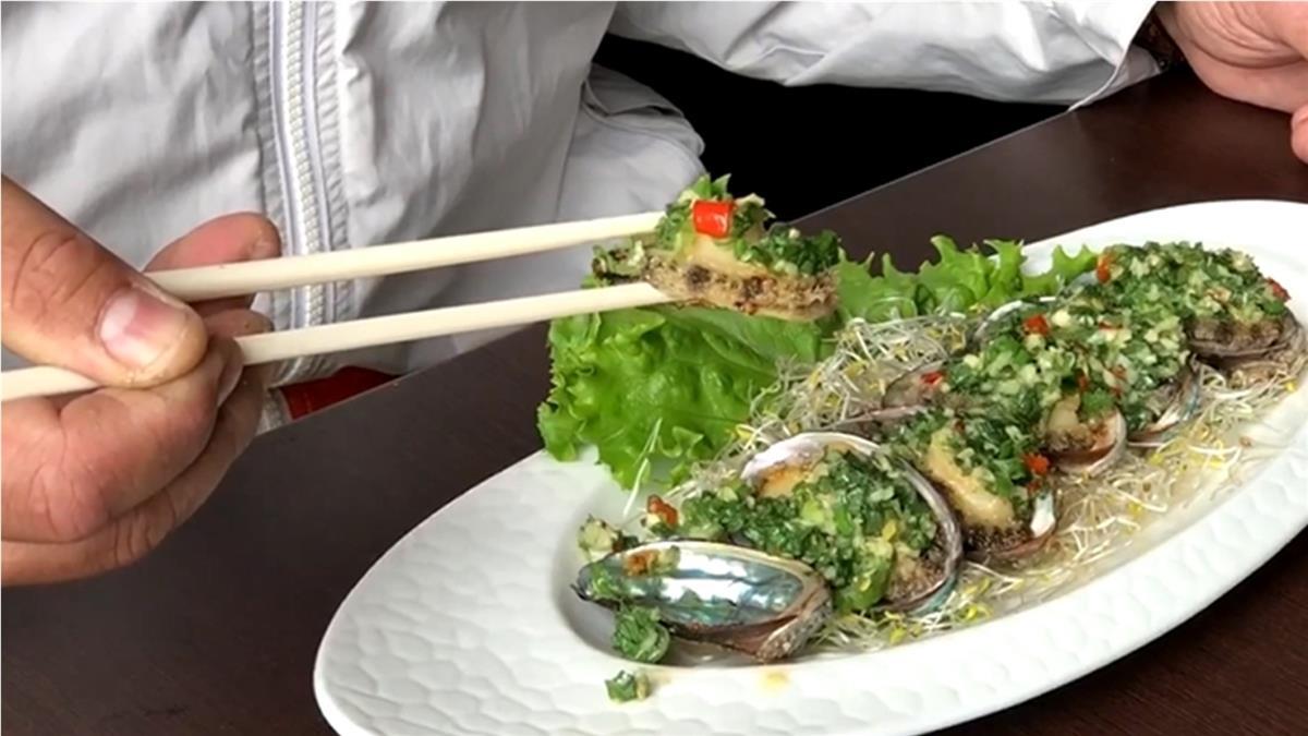 屏東男邊喝飲料邊吃飯 下秒4.5cm小鮑魚「滑入喉嚨」當場噎死