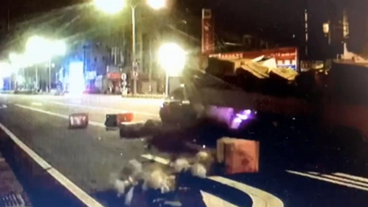 賓士看導航撞貨車 BMW駕駛攔車嗆遭PO網公審