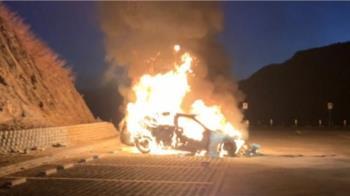 4大3小夜衝武嶺看日出 百萬名車突起火驚逃