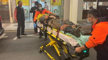 台南民宅大火「屋主夫妻燒成焦屍」 消防分隊長遭倒牆壓斷腿