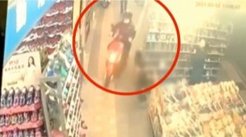 疑似貪快鑽騎樓 飲料店店員騎車撞傷男童