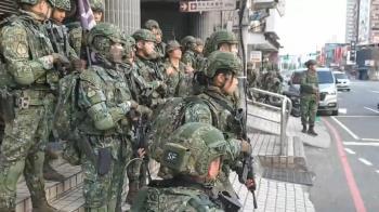 竹圍捷運站大批特戰兵「持槍狂奔」 民眾見這一幕嚇傻