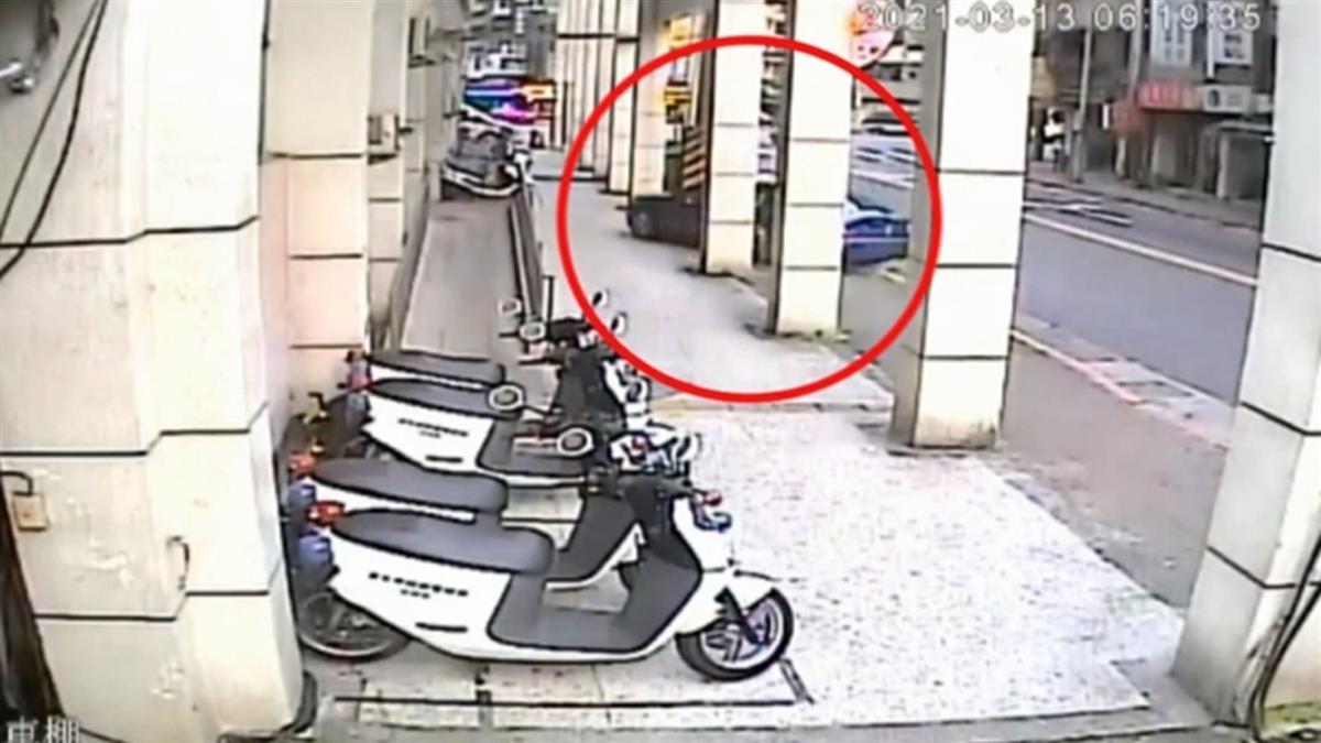 驚!男駕車撞倒20輛警用汽機車 警方調查涉案動機