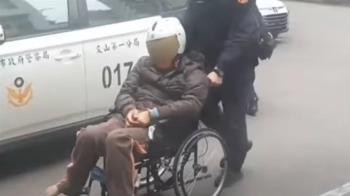 申請補助未過竟亮鐵鎚 男不滿遭壓制開車撞警局