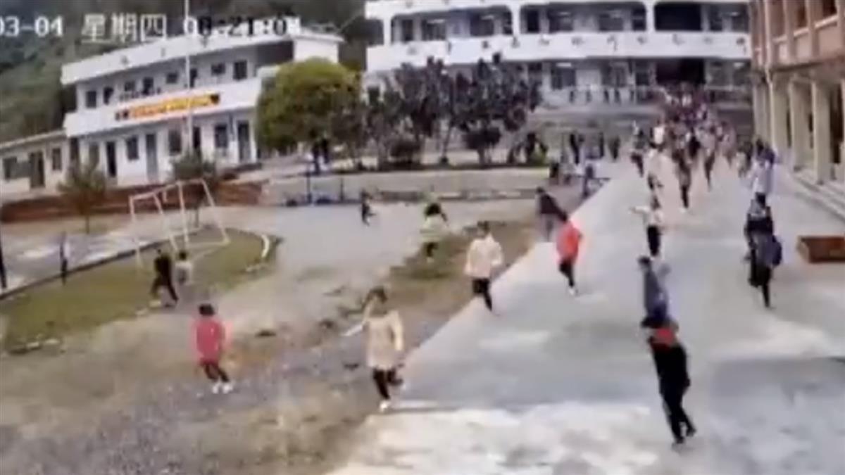 她上課聽窗外怪聲「50秒疏散202師生」下秒巨石砸教室