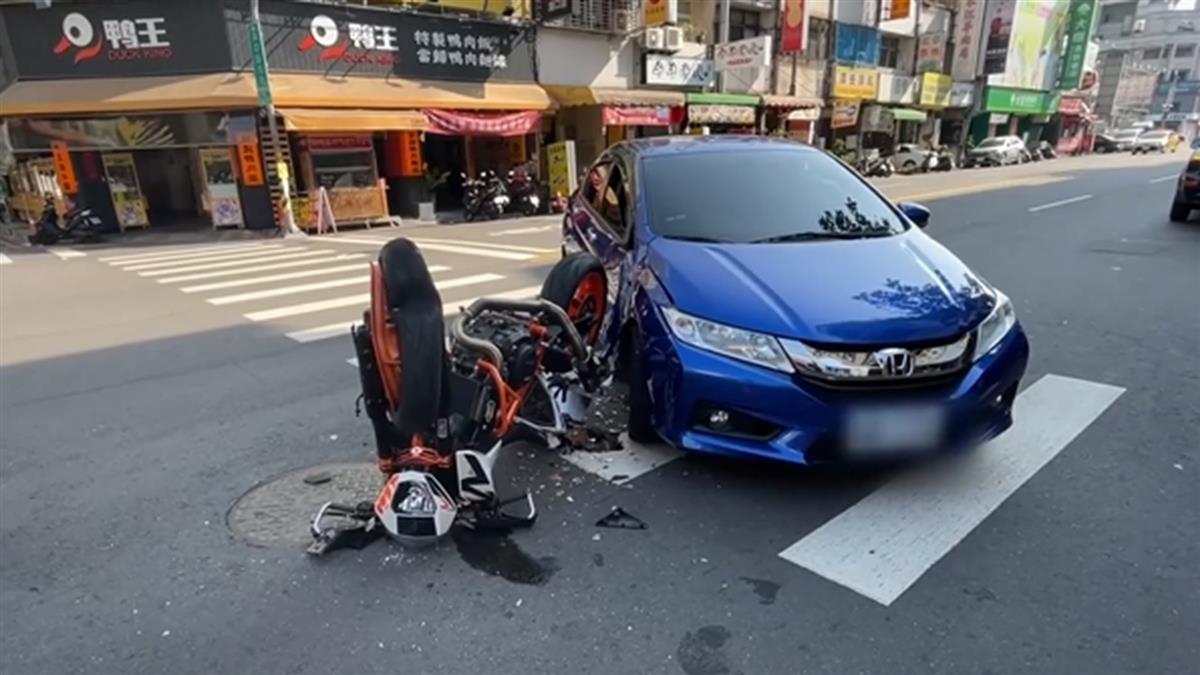 轎車疑搶快左轉 紅牌重機衝撞騎士噴飛重摔