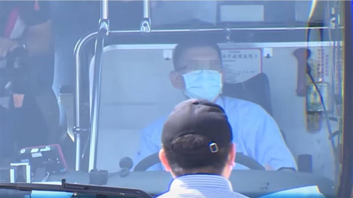 疫情重挫 電子工廠老闆轉行改當客運駕駛