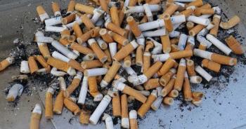 公公立志教孫「吃檳榔+抽菸」 人妻痛訴:孩子被當寵物玩