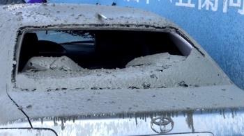 天降水泥雨!工地爆漿往下掉 砸暈婦人毀6車