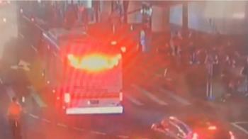 獨/為閃前方計程車!公車急煞乘客慘摔 4人送醫