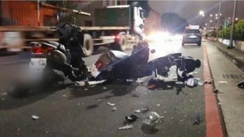 女騎士超車疑輾油漬 逆向撞2車鼻骨斷裂、腦溢血