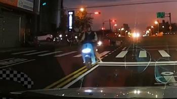 獨/婦騎車闖紅燈撞人還肇逃 原因竟是趕回家煮飯