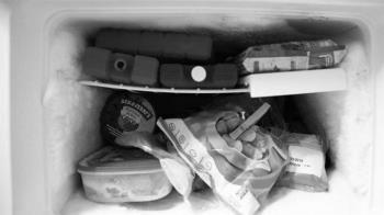 以為老婆離家出走 尪最後在「冰箱」找到遺體…15歲女兒幹的!