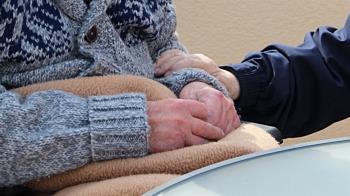 碩士兒痛毆68歲老母親 「鎖頭狠砸私處」噴血辯:我很愛媽媽