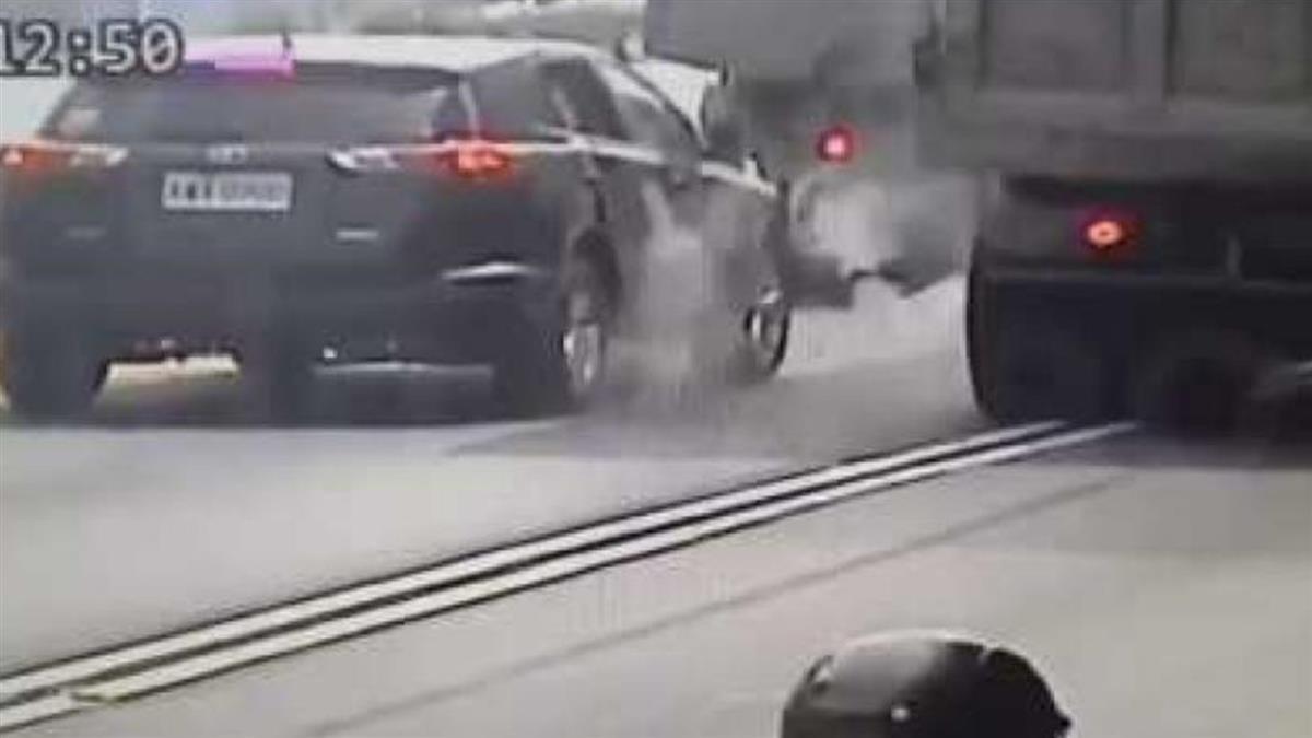 屏東聯結車爆胎 強大氣體衝破休旅車窗2傷