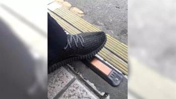 警衛伯伯破萬潮鞋當拖鞋穿 原來只是賺BMW重機油錢