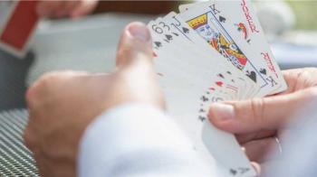 7旬翁打牌36hr 罹患「急性前列腺炎」 休克險喪命