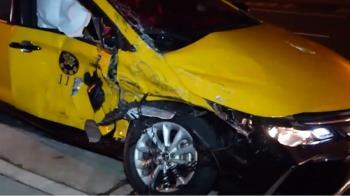 休旅車闖紅燈擊落左轉計程車 驚悚撞擊畫面曝光