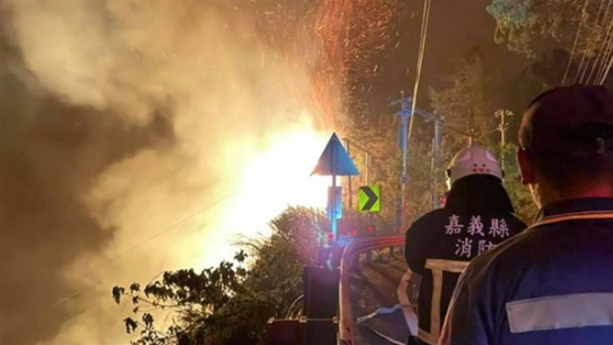 快訊/阿里山森林大火「狂燒19hr」 山稜火光不斷