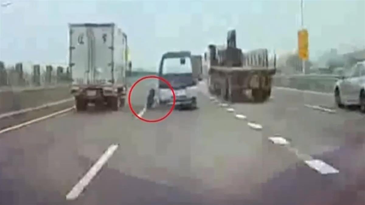 國道廂型車軸承斷裂 後車輪噴飛成暗器
