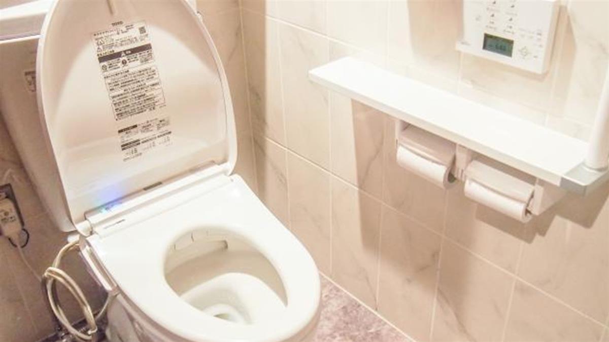 OL廁所解放!慘接主管電話 忍10分鐘後「噗通」尷尬了