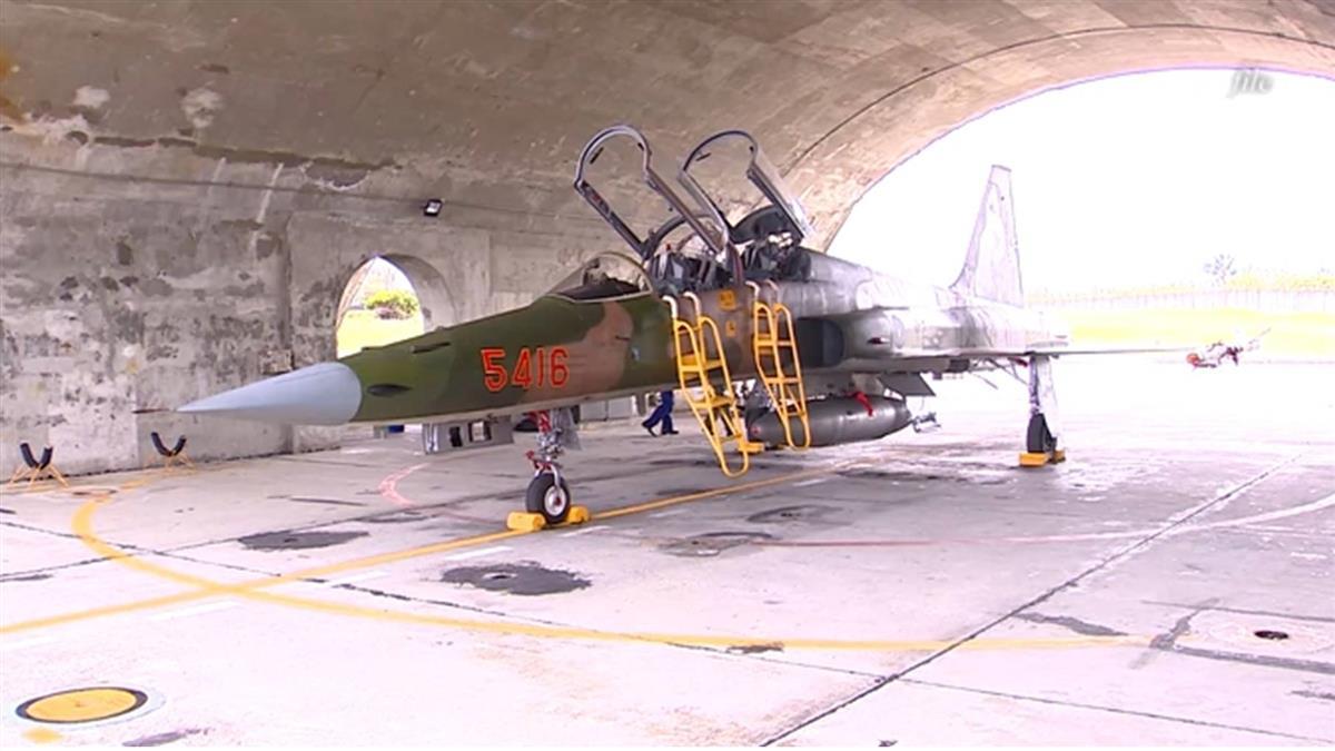 飛官朱冠甍才殉職!軍方喊3年汰換 F-5戰機剛復飛又出事