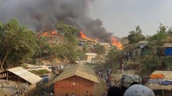 孟加拉洛興雅難民營大火5死 至少2萬人逃離