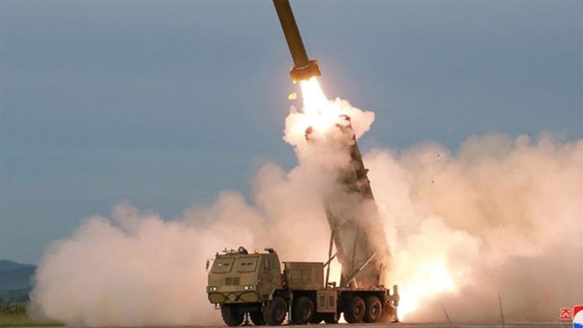 美國國務卿和國防部長才離開 北韓就試射兩枚飛彈