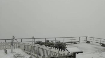 玉山下雪及冰珠 預計上半天有機會持續