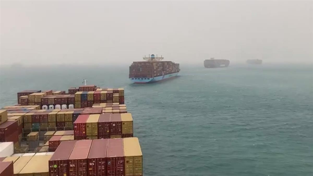 塞一整排船!長榮貨輪卡蘇伊士運河 船長們全崩潰