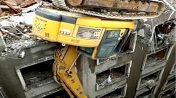 拆華王飯店出人命 破碎機14樓翻覆包商墜地亡
