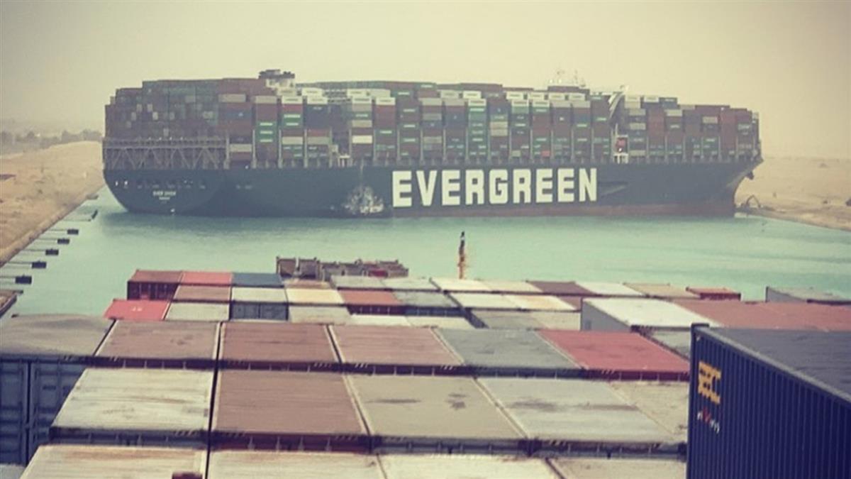 好消息!長榮貨輪已局部脫淺 將移靠蘇伊士運河岸邊