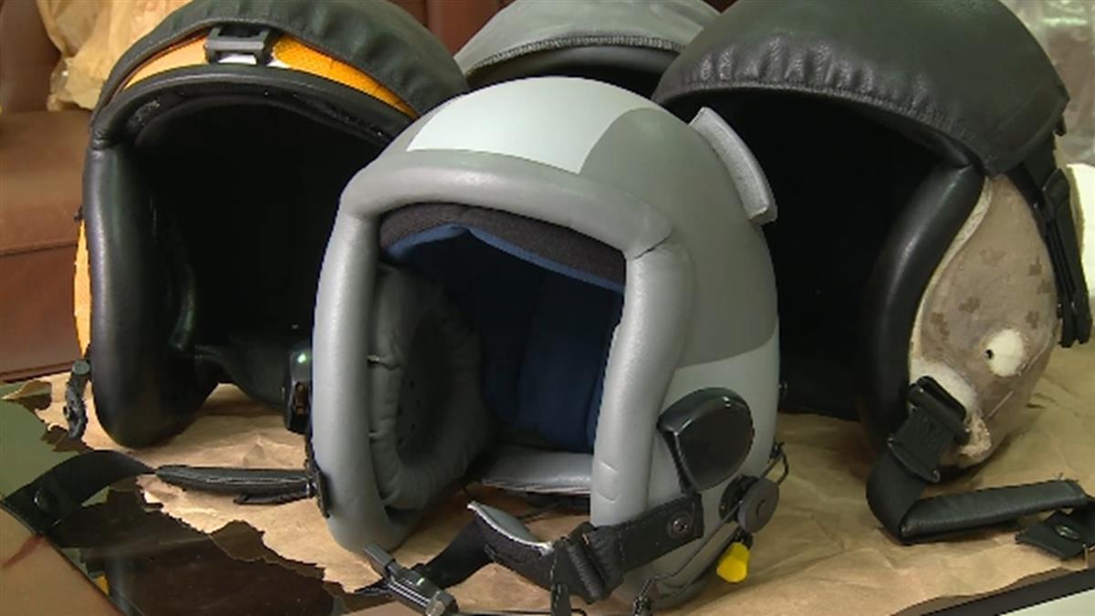 獨/飛行頭盔至關重要!需配合飛行員「量頭製作」