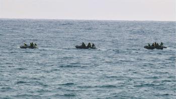海水混濁能見度差 水下搜救F-5E飛官無功而返