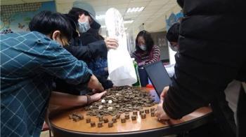 台灣之恥!惡老闆拿8千個1元硬幣付移工 勞動局傻眼