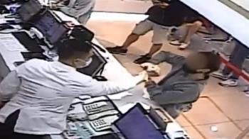 獨/控醫美解說員劃傷手 診所公布監視器反駁