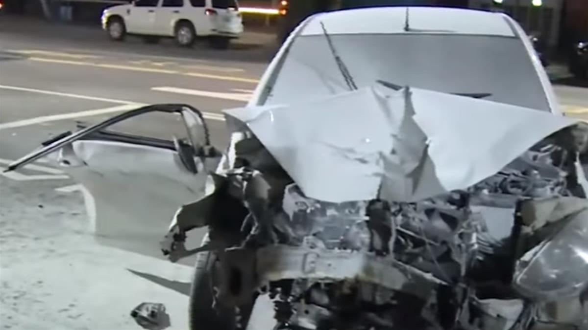 男酒駕攔腰撞機車 女昏倒路中民眾圍護集氣