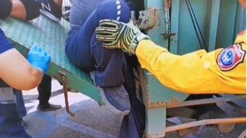男大腿夾後車斗尾板間 消防急拿工具撐後尾門