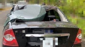 高雄59歲警住家墜14樓 砸中路邊小客車慘死