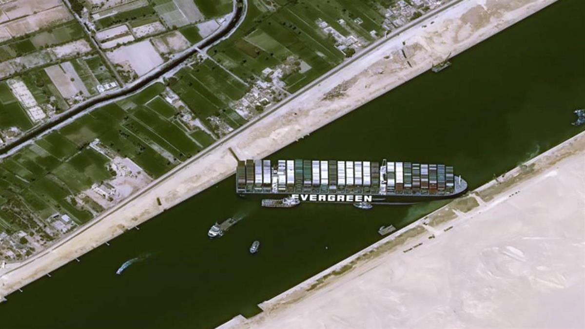 長賜號擱淺前大超速 埃及總統下令卸貨了