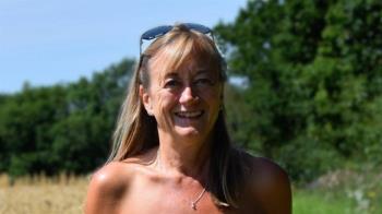 英國天體主義者自白:裸奔的的「奇妙」和「自由」