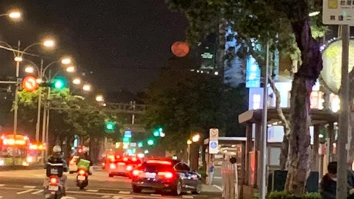 台北深夜驚見血月 網怕爆「要出大事?」 專家揭真相
