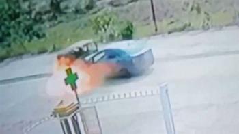 男路中迴轉遭撞…整輛車瞬間成火球 車上4人慘成焦屍